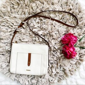 NWOT Fossil White Leather Brown Trim Crossbody